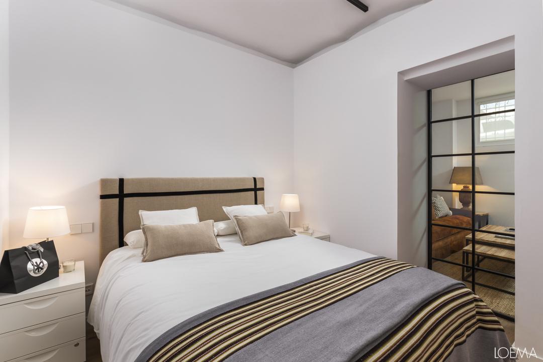 Dormitorio principal del semisotano reformado