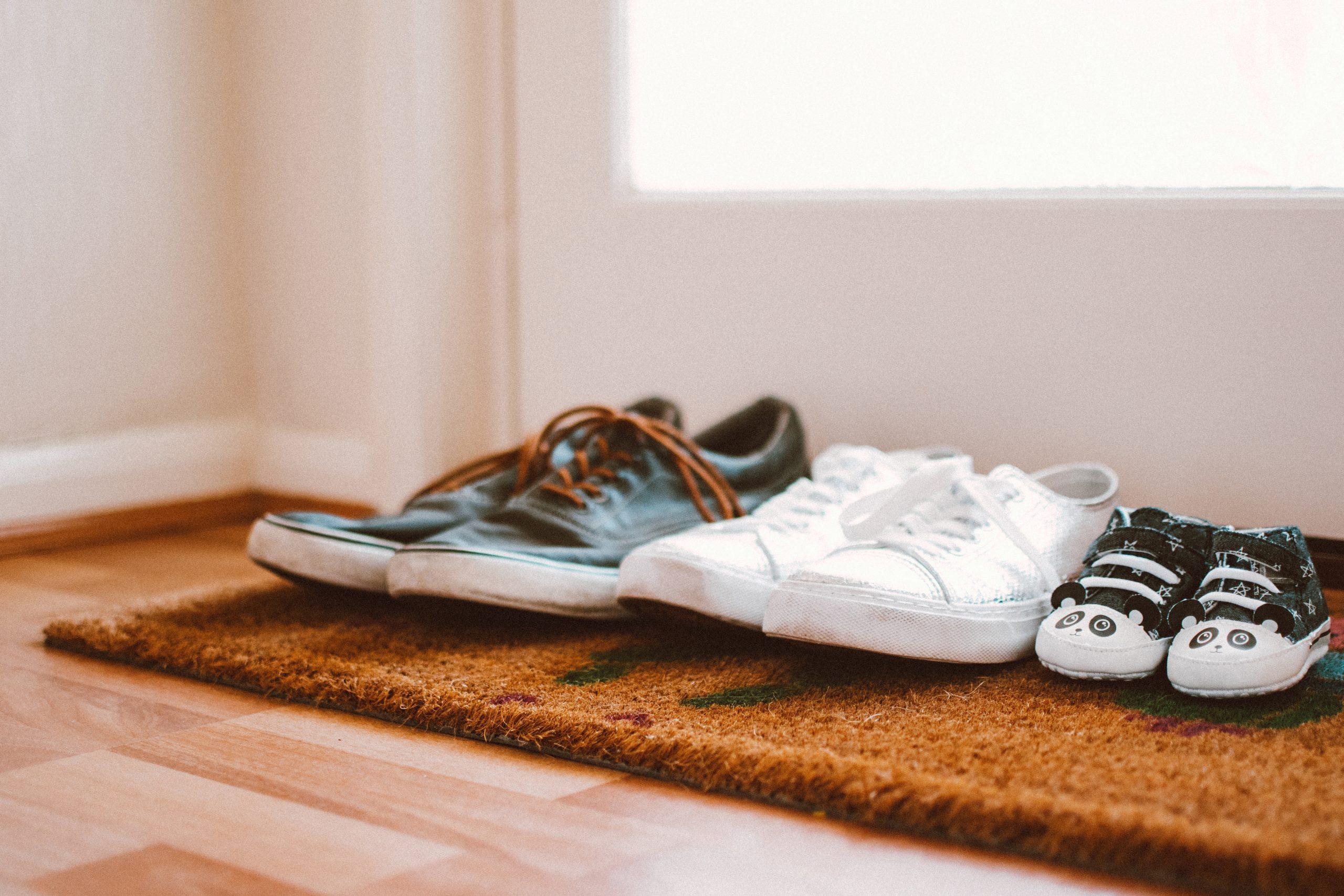 zapatos en la entrada