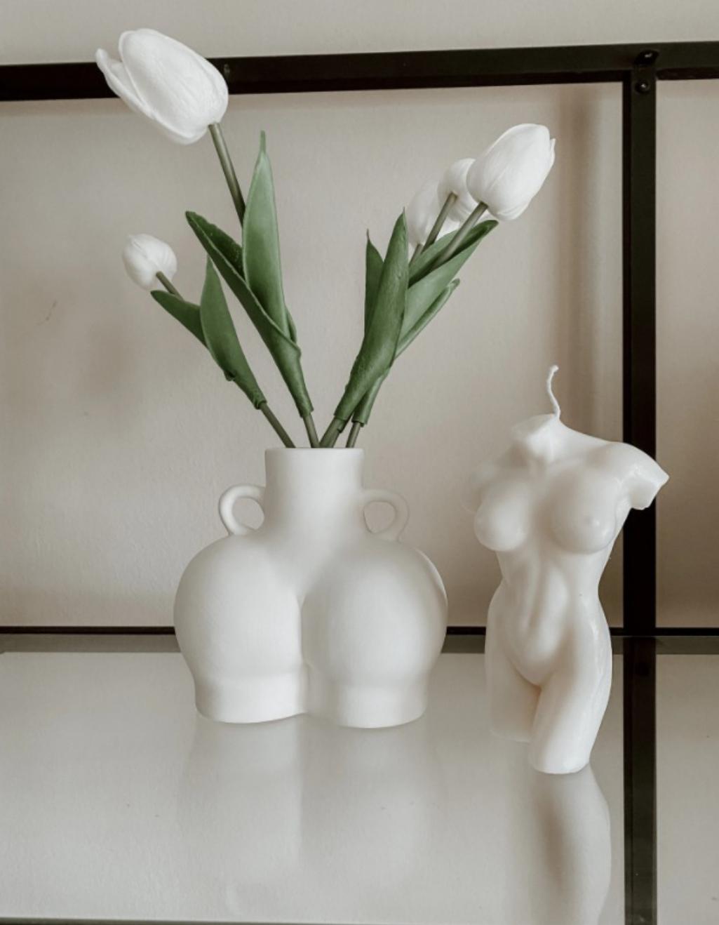 Ideas decoracion jarron con curvas femeninas y vela de silueta femenina